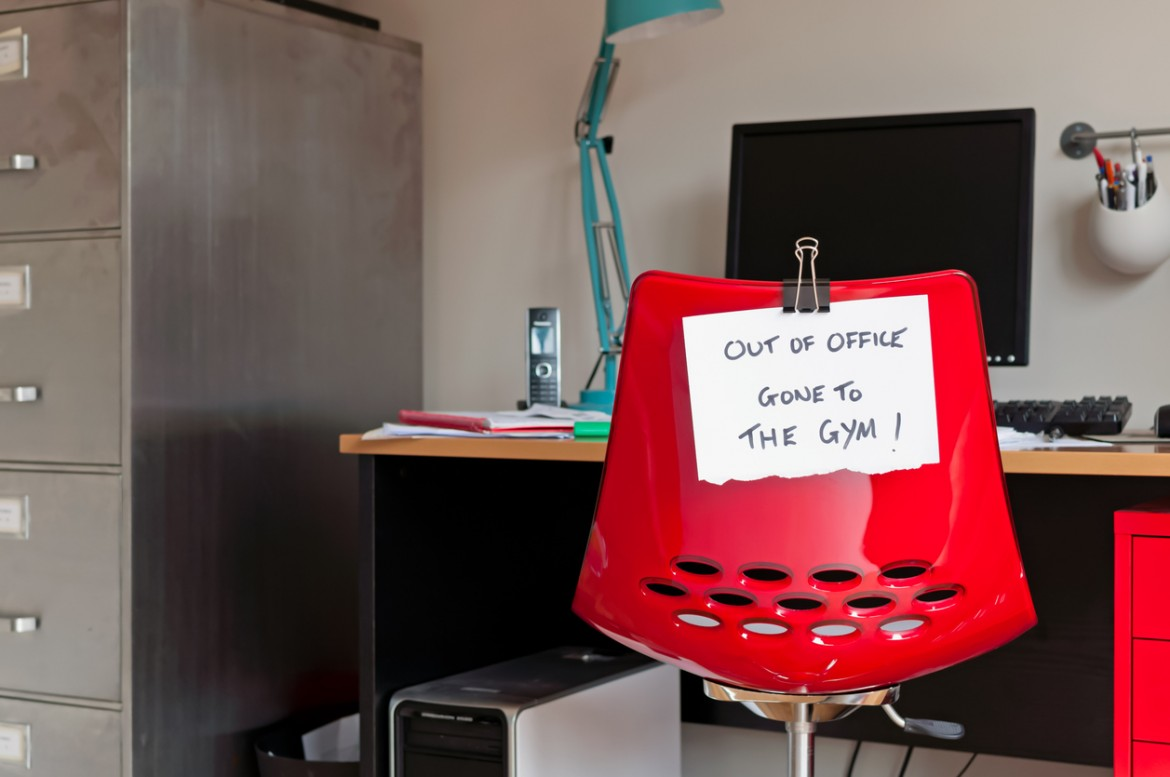 """Employee leaves note on back of office chair: """"Out of Office. Gone to The Gym!"""""""