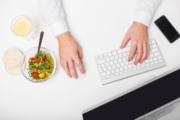 Man working and having healthy lunch
