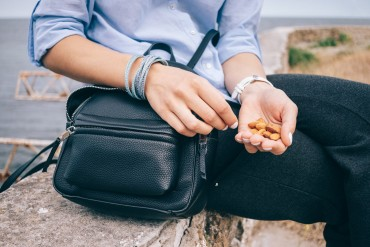Best Healthy Snacks For When You're Traveling!  -min